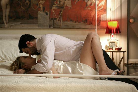 Tuttocinema shame succhiami e pierfrancesco favino - Foto di innamorati a letto ...