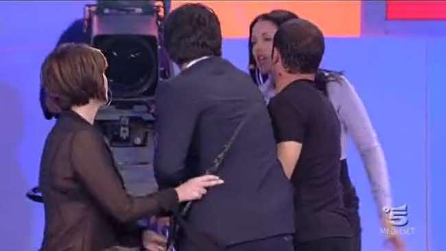 Rossella e Tina arrivano alle mani