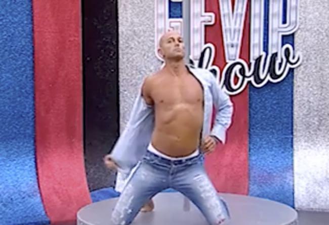 Stefano Bettarini lap dance al palo per il Grande Fratallo Vip