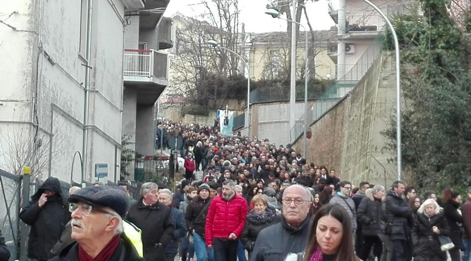 Hotel Rigopiano i funerali delle vittime tra lacrime e macabro destino