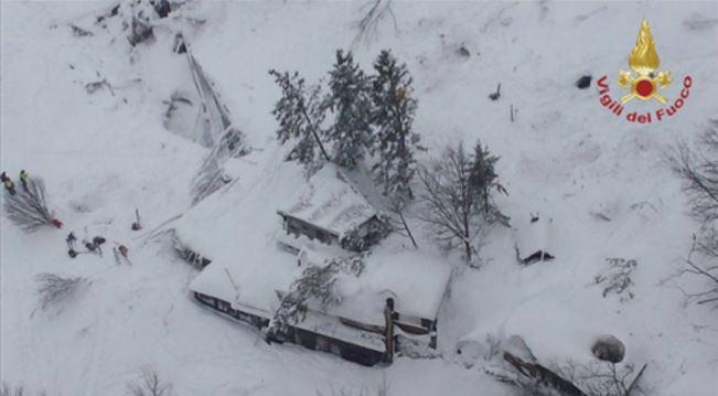 Hotel Rigopiano dispersi soccorritori stanno scavando un altro cunicolo