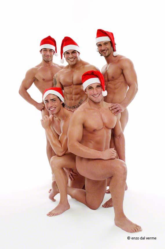 Immagini Natale Hot.Auguri Di Buone Feste Da Tutti Noi Con I Sexy Babbo Natale Tuttouomini
