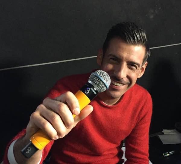 Standing Ovation Francesco Gabbani ospite seconda puntata di venerdi 24 febbraio