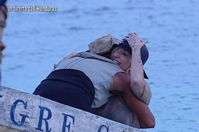 Isola ecco quanto avrebbe guadagnato Paola Barale per passare una notte con Raz Degan
