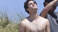 Darren Criss da Glee alla foto in mutande per American Crime Story