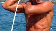 Stefano Bettarini lascia l'Isola dei famosi ma si dichiara alla compagna