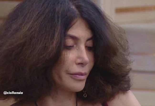 """Carmen di Pietro come Ambra Angiolini in """"T'appartengo"""" al Gf Vip 2017"""