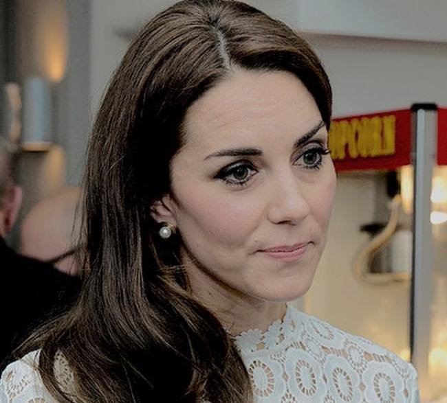 Kate Middleton incinta e risarcita da Closer per le foto in t0pless