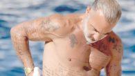 Gianluca Vacchi finalmente nudo come mamma l'ha fatto FOTO