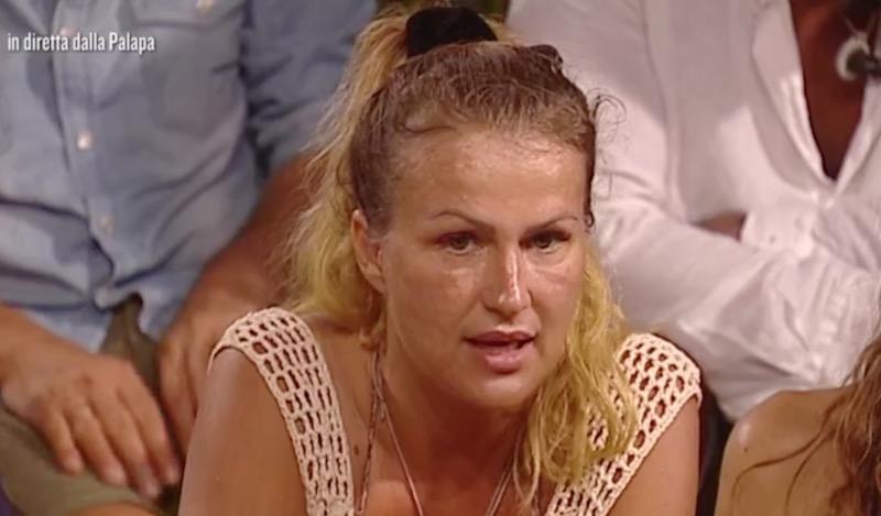 Stefano De Martino sull'Isola: come se la sta cavando il ballerino?