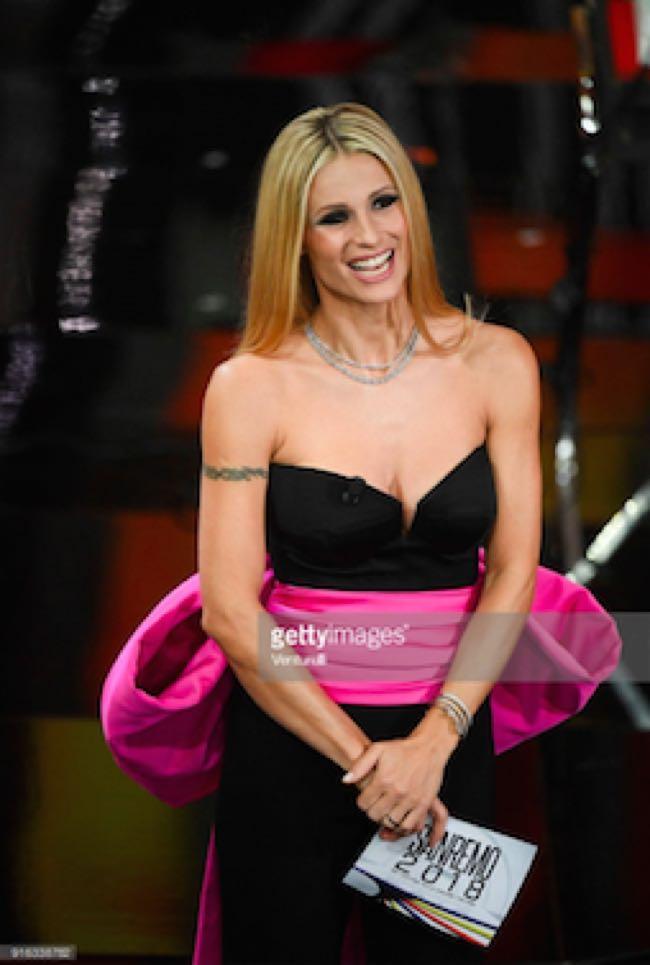 Michelle Hunziker Sanremo 2018 abiti stilista quinta serata finale Festival