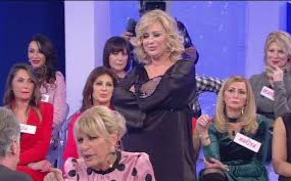 Tina butta l'acqua in testa a Gemma e lei se la prende con Giorgio VIDEO