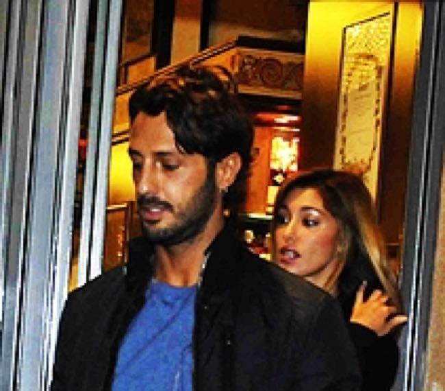 Fabrizio Corona va a casa di Belen Rodriguez quando i fidanzati non ci sono, le foto di OGGI