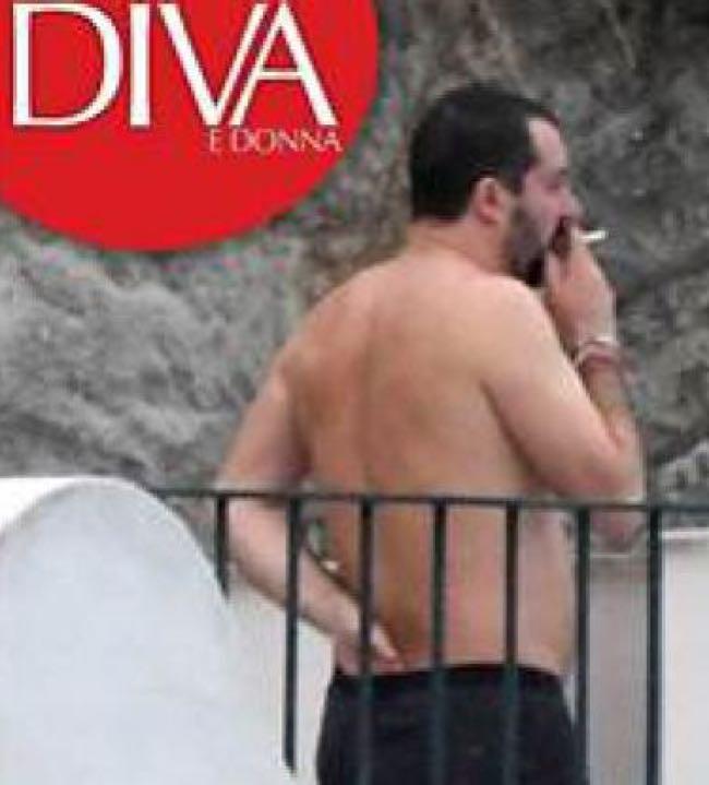 Matteo Salvini in boxer a Ischia mostra il Lato B ai paparazzi