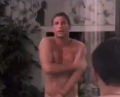 Grande Fratello Matteo e Filippo sotto la doccia con le mani nel costume