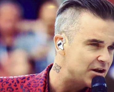 Robbie Williams abito stilista inaugurazione Mondiali 2018, canta Let me entertain you