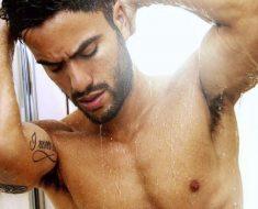 Pierpaolo Pratelli si fa una doccia sexy perchè fa troppo caldo