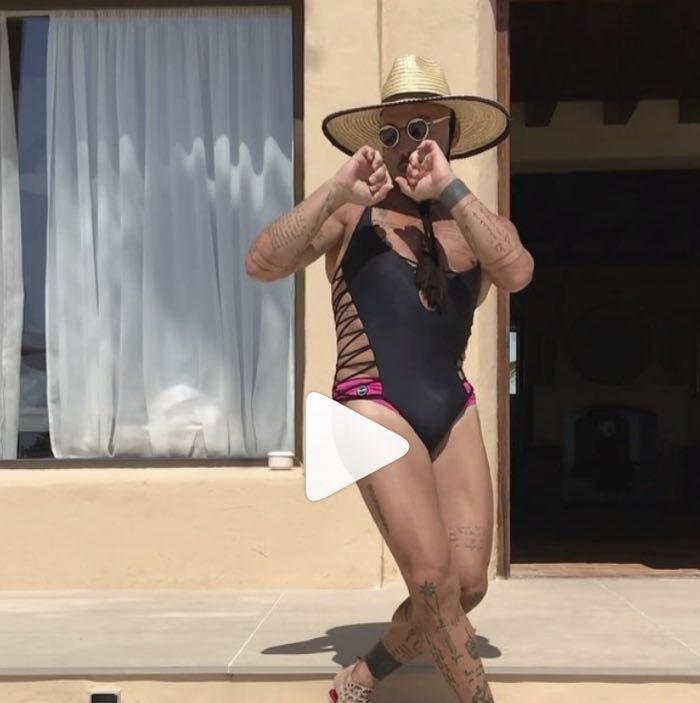 Gianluca Vacchi si veste da donna su instagram e inizia a ballare