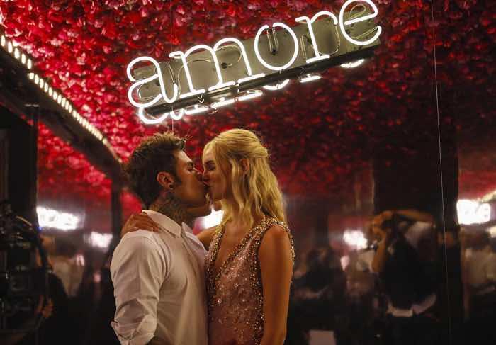 Matrimonio Chiara Ferragni e Fedez il regalo di Donatella Versace al rapper per la festa pre-matrimonio