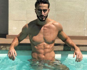 Marco Ferri dell'isola dei famosi nudo in piscina ecco le foto e il video