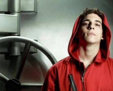 """Miguel Herran """"Rio"""" della Casa di Carta senza veli nella nuova serie Netflix"""
