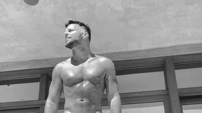 Ricky Martin in boxer su instagram mostra il fisico tonico