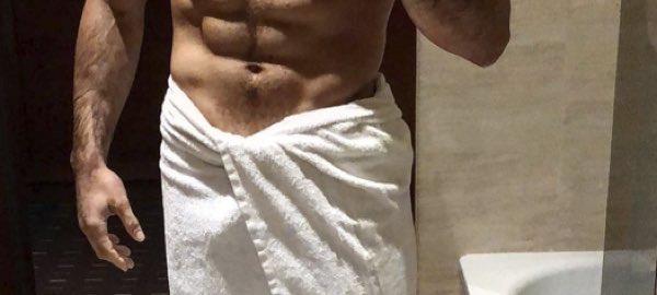Fabio basile in bagno con solo un asciugamano addosso tuttouomini tuttouomini - Selfie in bagno ...