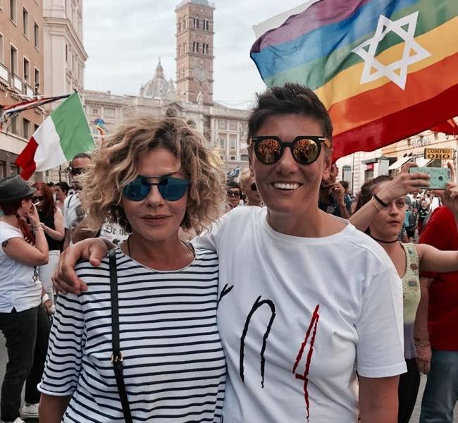 Eva Grimaldi e Imma Battaglia si sposano. Alla guida c'è Enzo Miccio