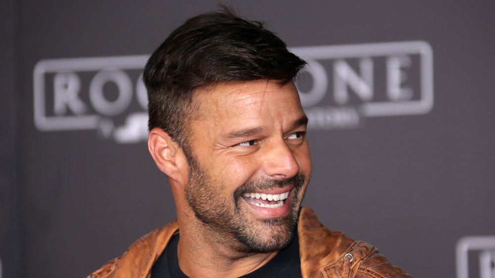 Ricky Martin Amici serale 2019 direttore artistico bello e figo!