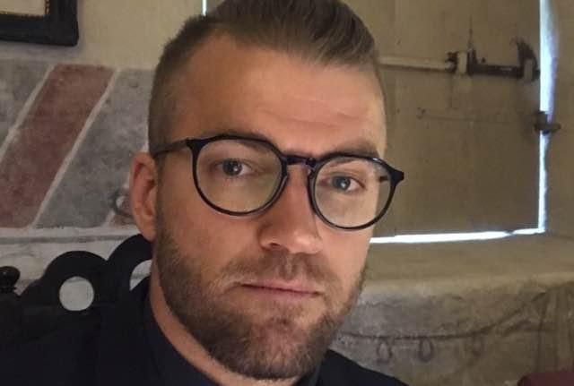 Ecco Don Oskar il prete più sexy e ambito del mondo