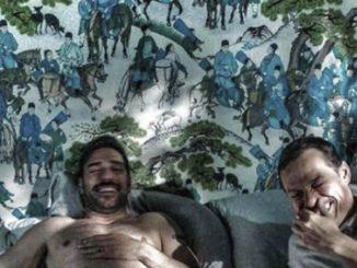 Edoardo Leo e Stefano Accorsi a letto insieme in La Dea Fortuna di Ozpetek