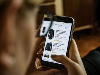 Coronavirus Italia scoppia lo shopping online da casa